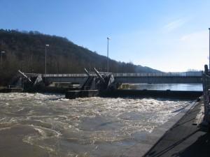 Théorie du contrôle pour la régulation des canaux et des voies navigables
