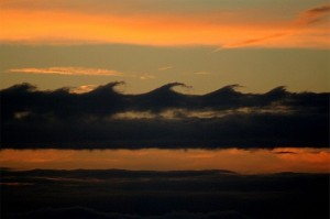 800px-Kelvin_Helmholz_wave_clouds